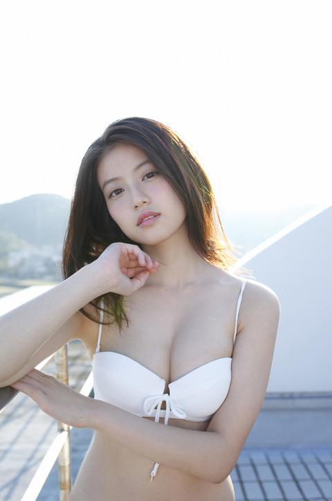 今田美桜(20)の水着グラビア&始球式パンチラエロ画像73枚・3枚目の画像