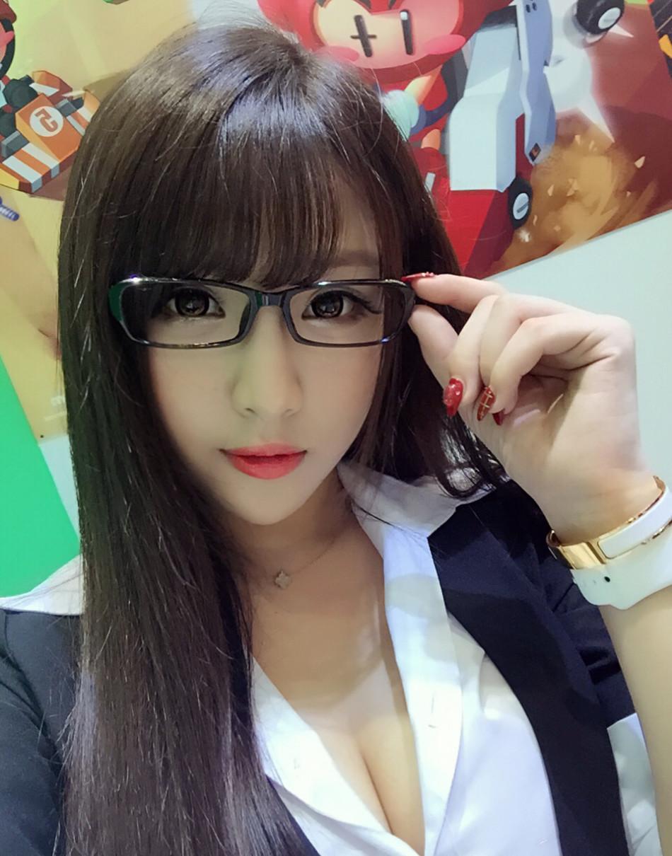中国・韓国メガネ美女のぐうシコエロ画像33枚・2枚目の画像