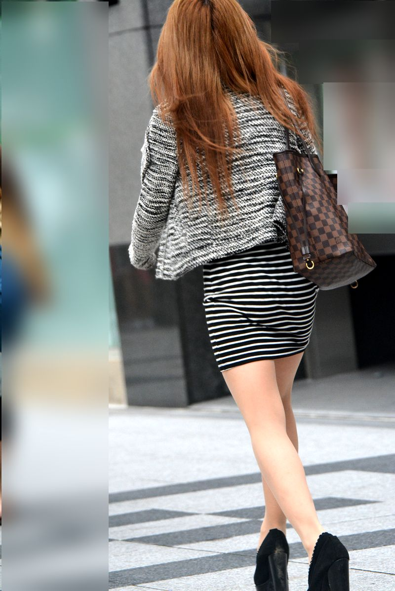 急に飛び込んでくる街中で見る美脚女子のエロ画像33枚・4枚目の画像