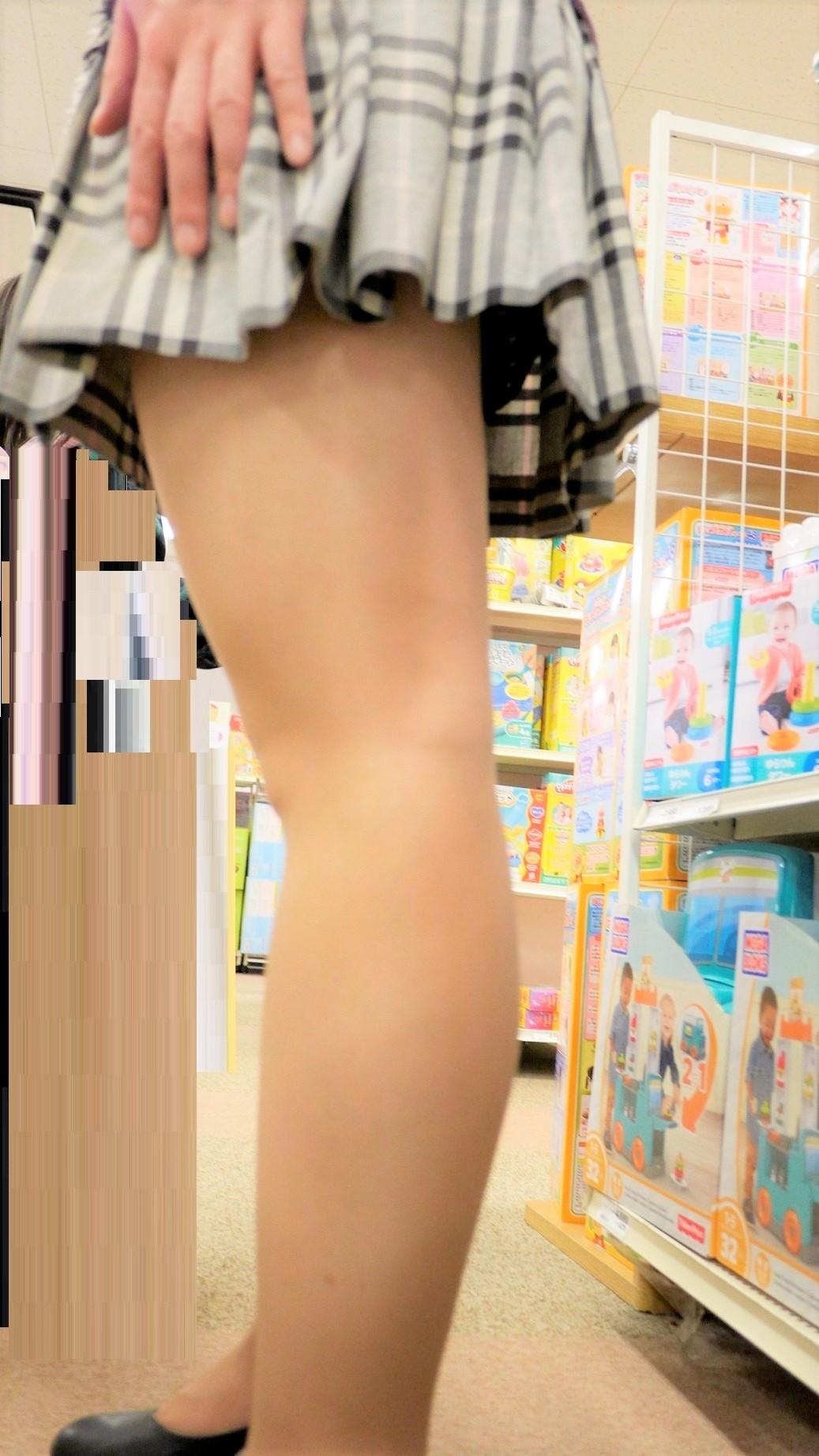 急に飛び込んでくる街中で見る美脚女子のエロ画像33枚・5枚目の画像