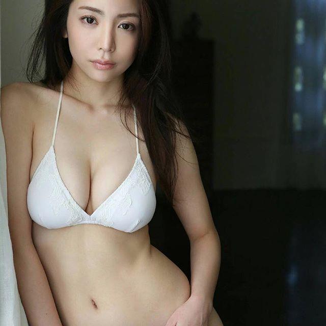 【逸材】仲村美海(25)の新人初グラビアエロ画像96枚・87枚目の画像