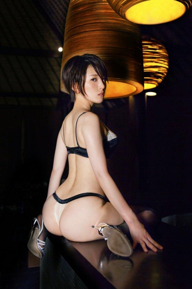 朝比奈祐未(25)のGカップ美尻が拝めるグラビアエロ画像100枚・8枚目の画像