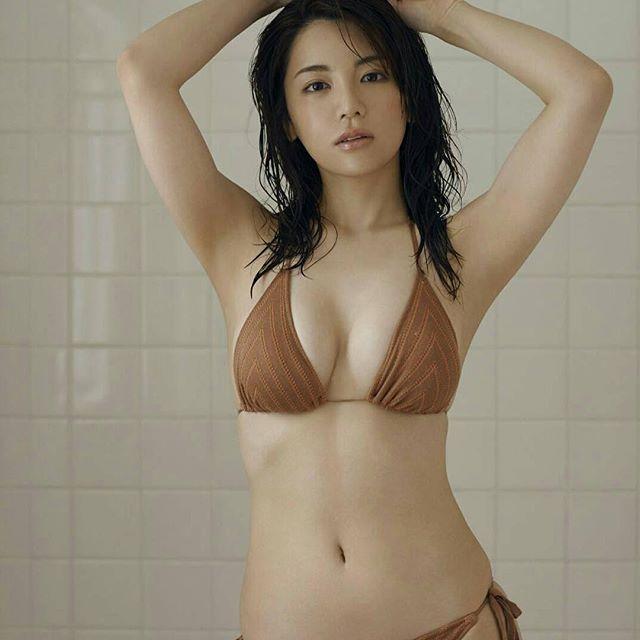 【逸材】仲村美海(25)の新人初グラビアエロ画像96枚・98枚目の画像
