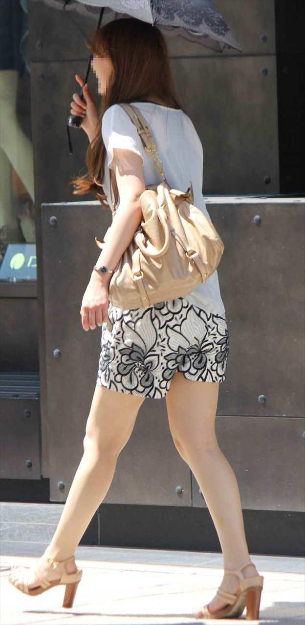 急に飛び込んでくる街中で見る美脚女子のエロ画像33枚・21枚目の画像