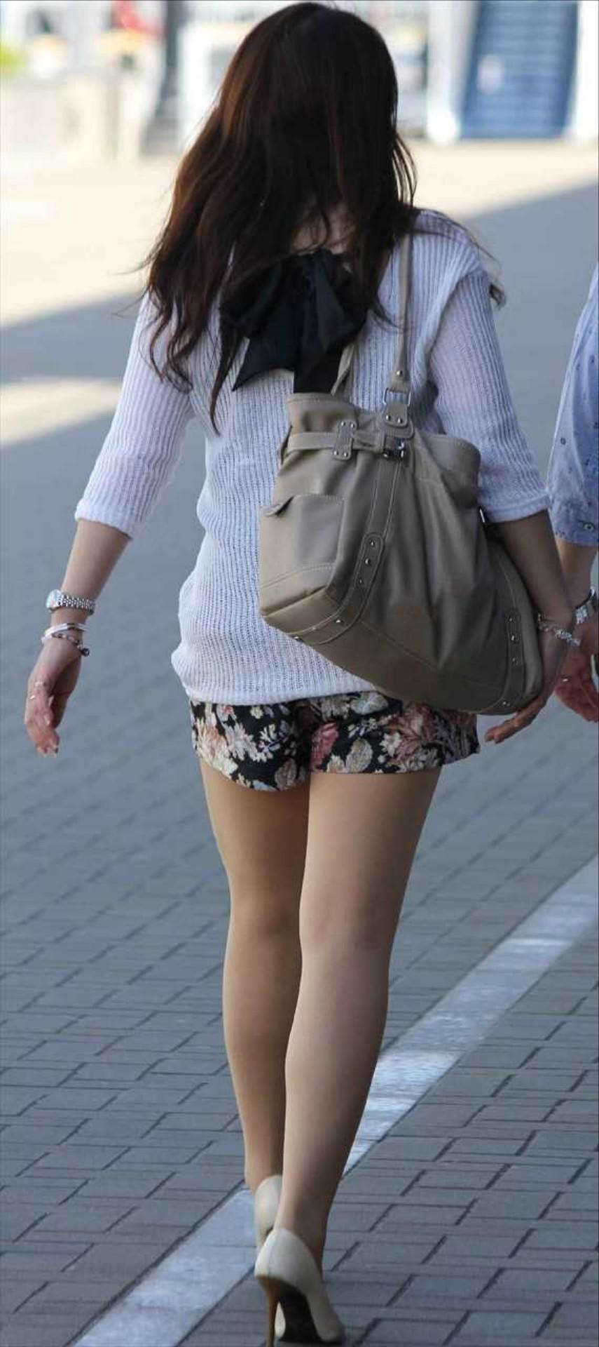 急に飛び込んでくる街中で見る美脚女子のエロ画像33枚・23枚目の画像