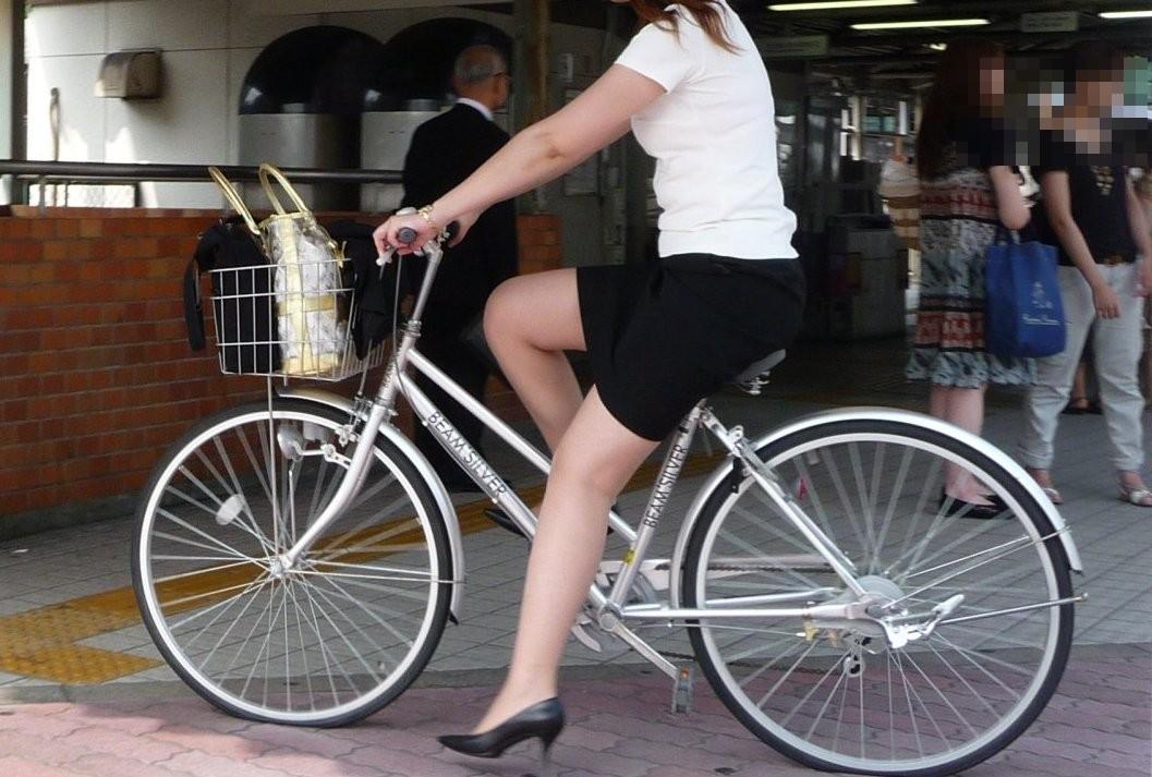 急に飛び込んでくる街中で見る美脚女子のエロ画像33枚・26枚目の画像
