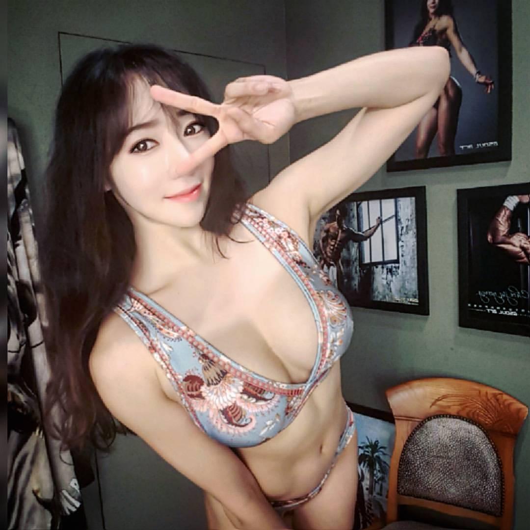 豊胸万歳!韓国美女の着衣巨乳&インスタ自撮りエロ画像65枚・66枚目の画像
