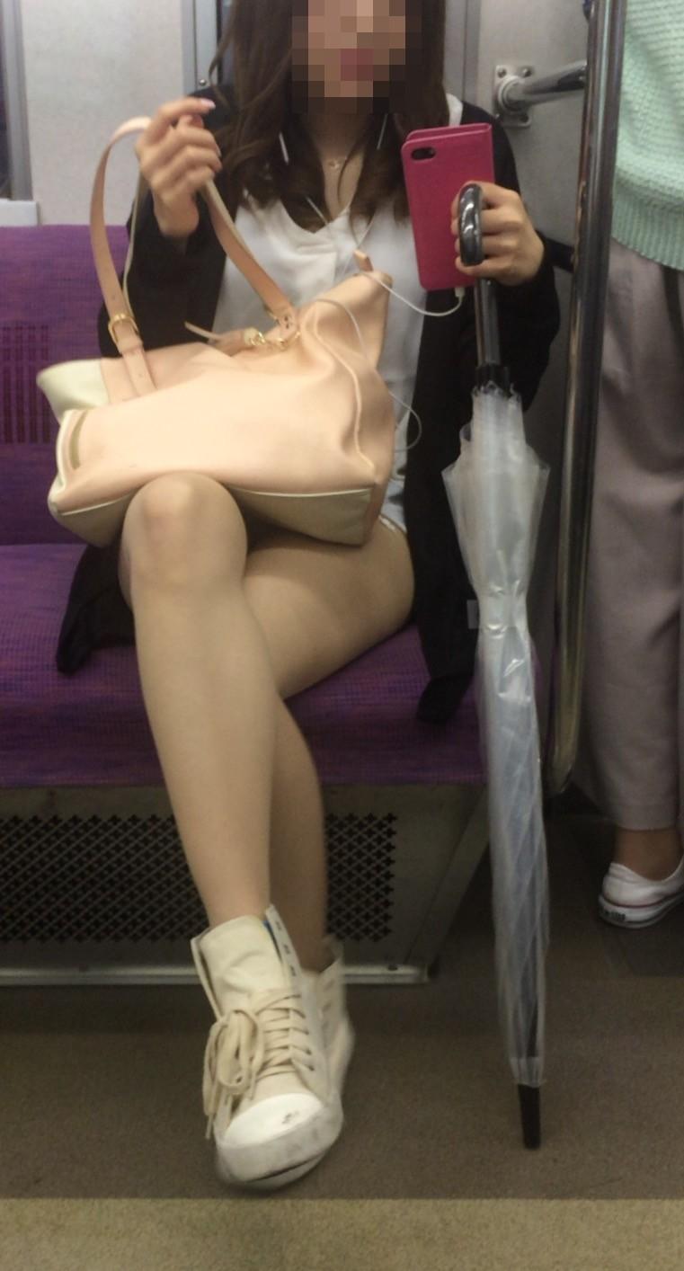 急に飛び込んでくる街中で見る美脚女子のエロ画像33枚・37枚目の画像