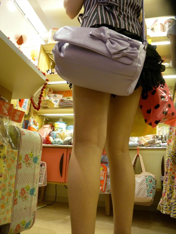 急に飛び込んでくる街中で見る美脚女子のエロ画像33枚・41枚目の画像