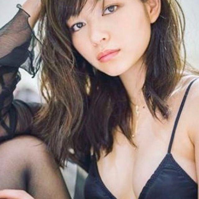 里々佳(22)Eカップ巨乳美女の水着グラビアエロ画像160枚・157枚目の画像
