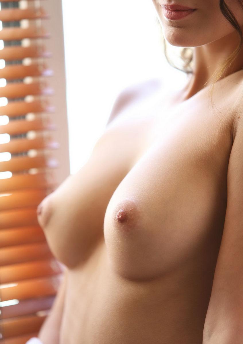 最強おっぱいが付いた海外美女のヌードエロ画像33枚・9枚目の画像