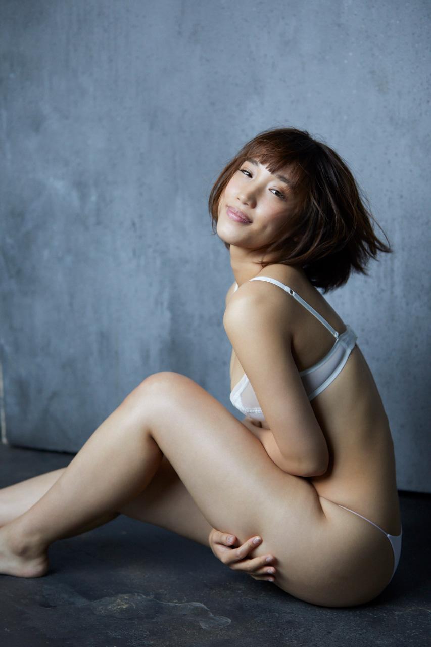 岡田サリオ(24)の超美尻!大開脚グラビアエロ画像50枚・13枚目の画像