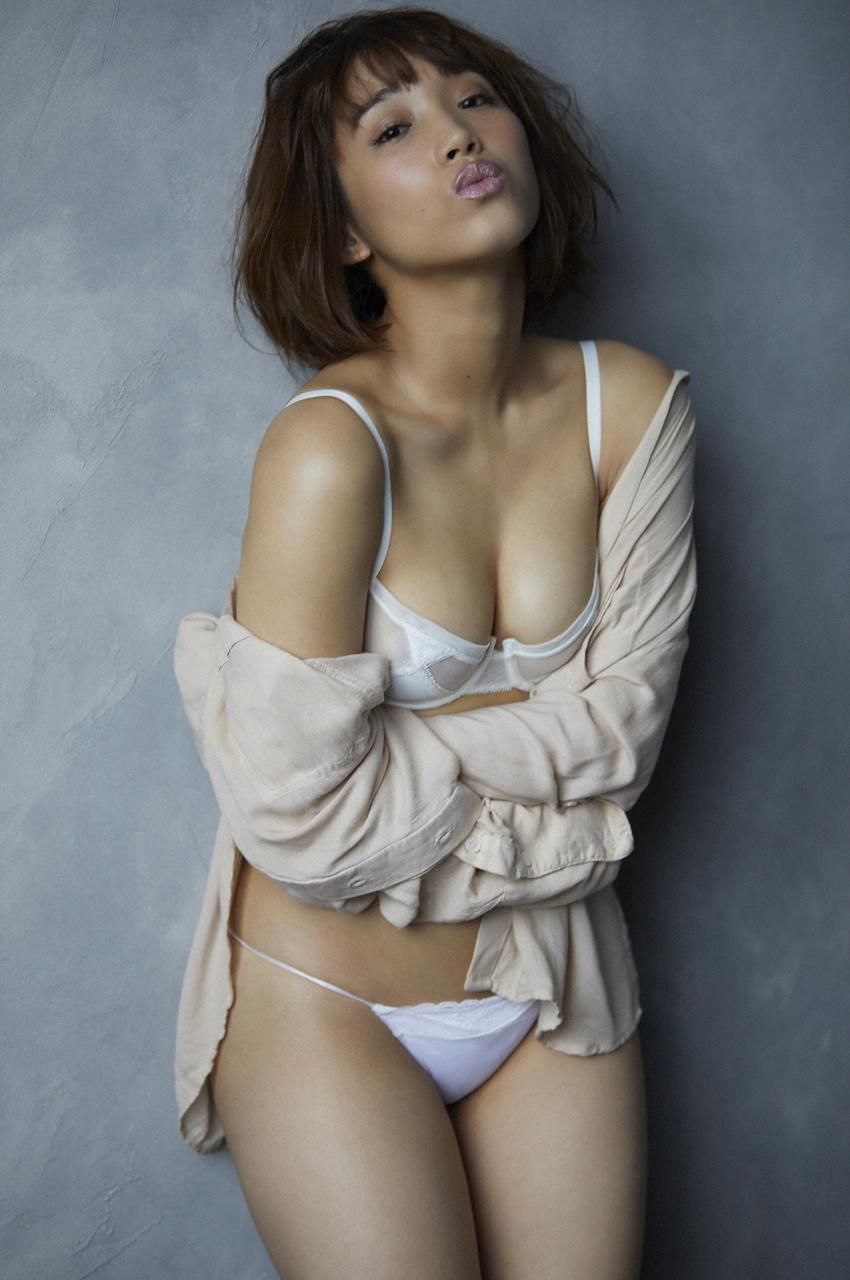 岡田サリオ(24)の超美尻!大開脚グラビアエロ画像50枚・16枚目の画像