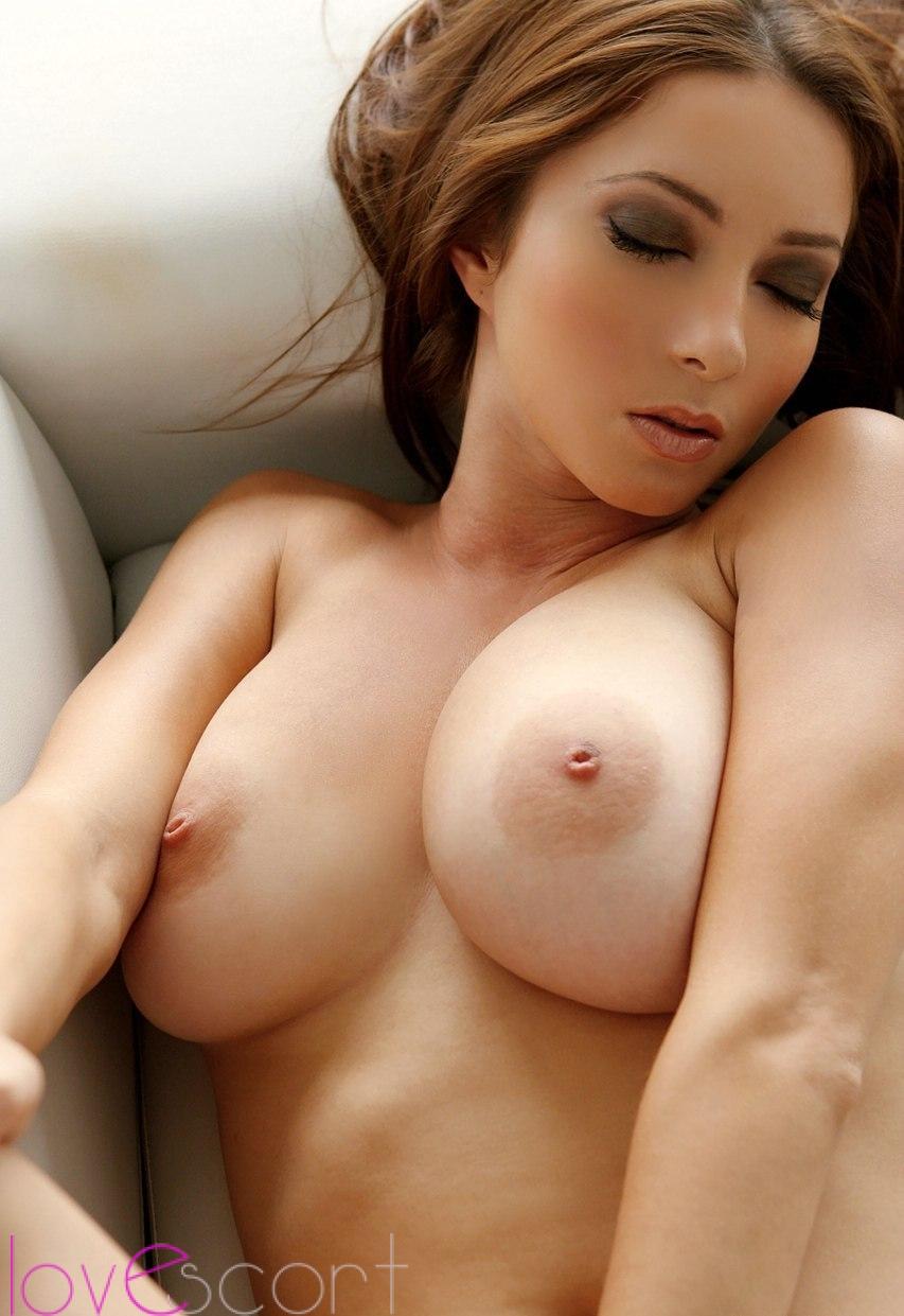 最強おっぱいが付いた海外美女のヌードエロ画像33枚・28枚目の画像