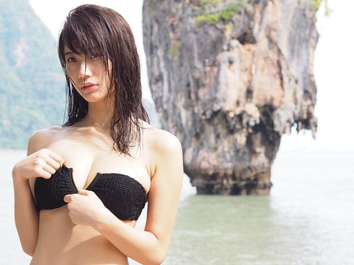 小倉優香(19)Gカップ8頭身「リアル峰不二子ボディ」のグラビアエロ画像165枚・3枚目の画像