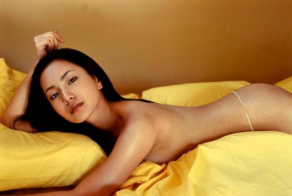 三船美佳(35)の背中ヌードや抜ける水着グラビアエロ画像65枚・9枚目の画像