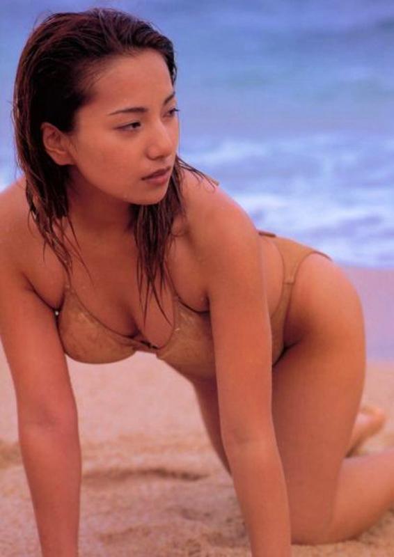 三船美佳(35)の背中ヌードや抜ける水着グラビアエロ画像65枚・12枚目の画像