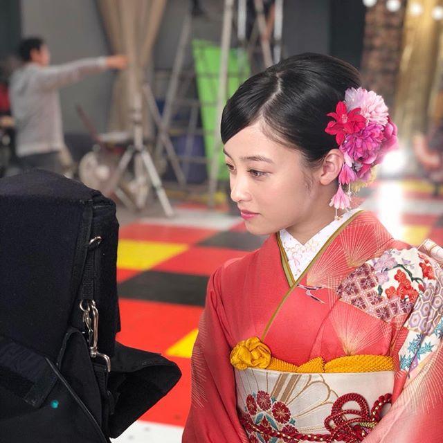 橋本環奈(18)のアイコラヌード&最新グラビアエロ画像180枚・159枚目の画像