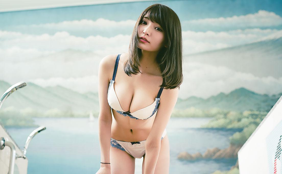 溢れかえりそうな似鳥沙也加のGカップ画像