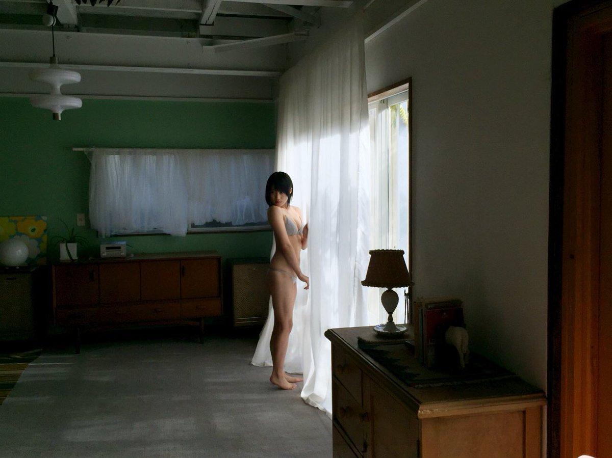 城恵理子(19)乳首丸出しオフショット&水着グラビア画像50枚・28枚目の画像