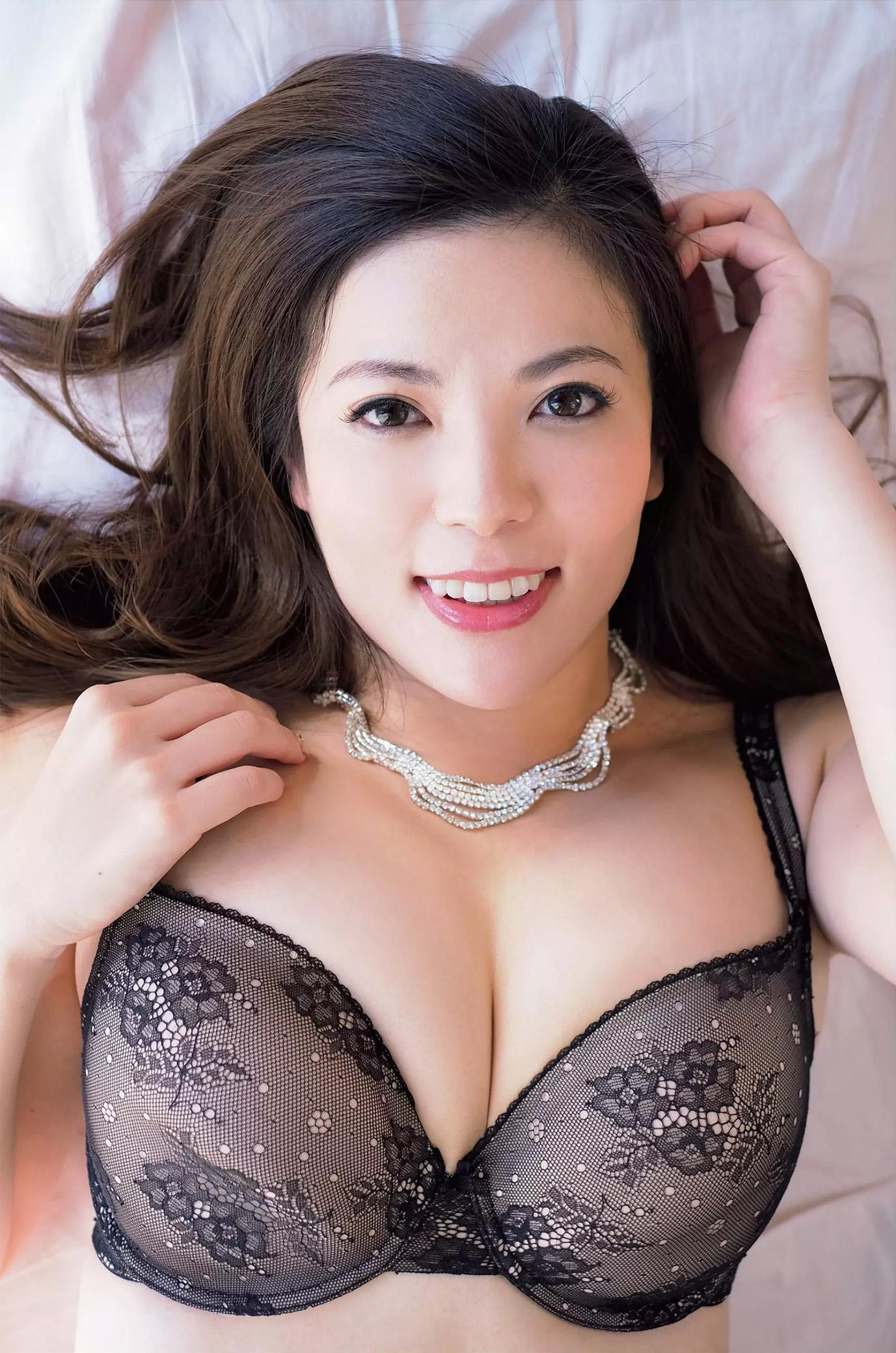 鈴木ミレイ(29)銀座の現役ママの爆乳ヌードグラビア画像50枚・3枚目の画像