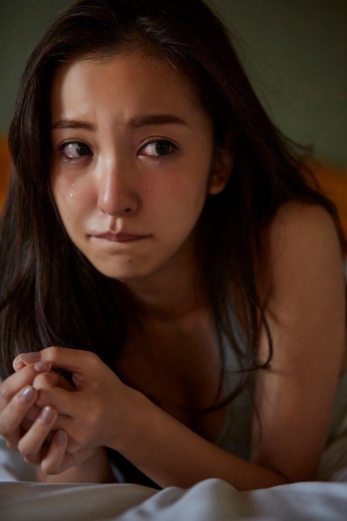 板野友美(26)のヌード間近の変態ハミ尻写真集エロ画像70枚・13枚目の画像
