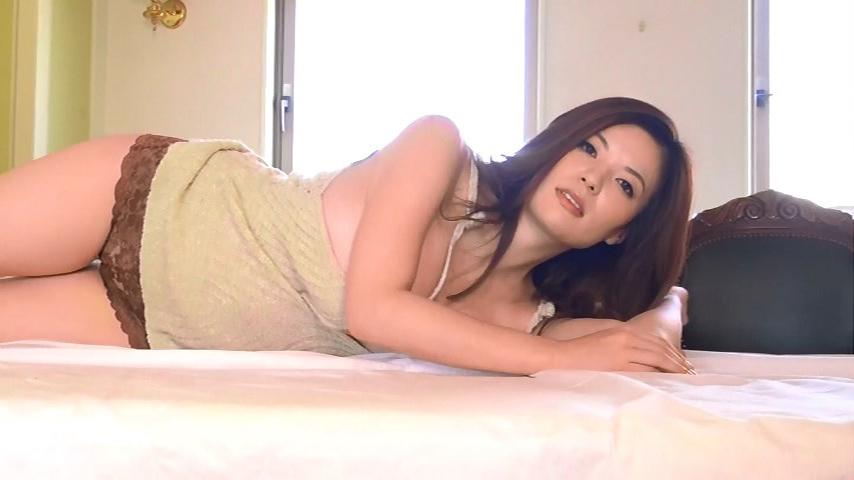 鈴木ミレイ(29)銀座の現役ママの爆乳ヌードグラビア画像50枚・20枚目の画像