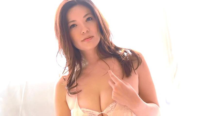 鈴木ミレイ(29)銀座の現役ママの爆乳ヌードグラビア画像50枚・26枚目の画像