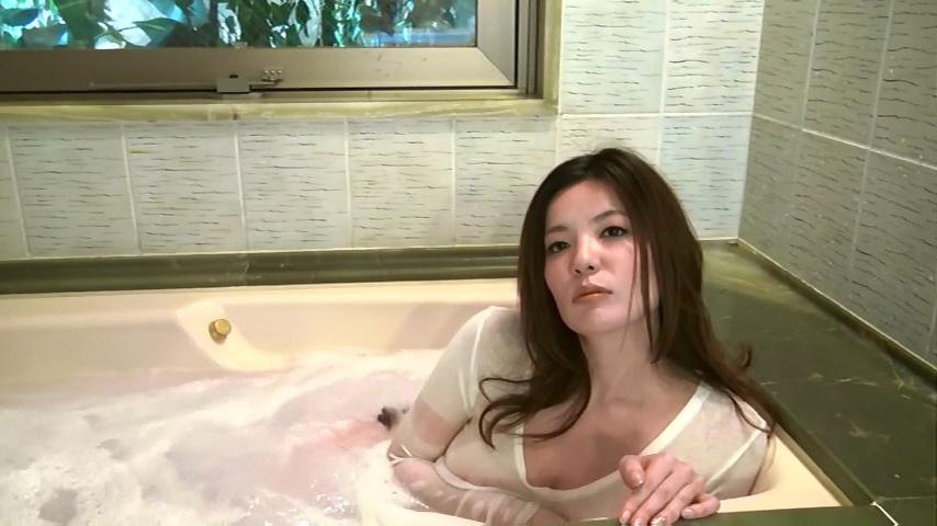 鈴木ミレイ(29)銀座の現役ママの爆乳ヌードグラビア画像50枚・36枚目の画像