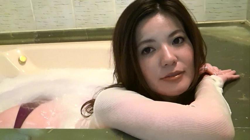 鈴木ミレイ(29)銀座の現役ママの爆乳ヌードグラビア画像50枚・37枚目の画像