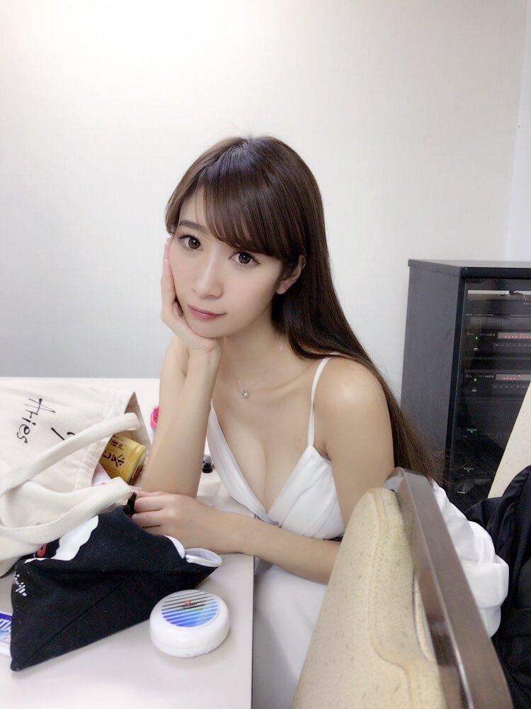 児玉菜々子(30)マンスジ披露の最新イメージDVD画像100枚・66枚目の画像