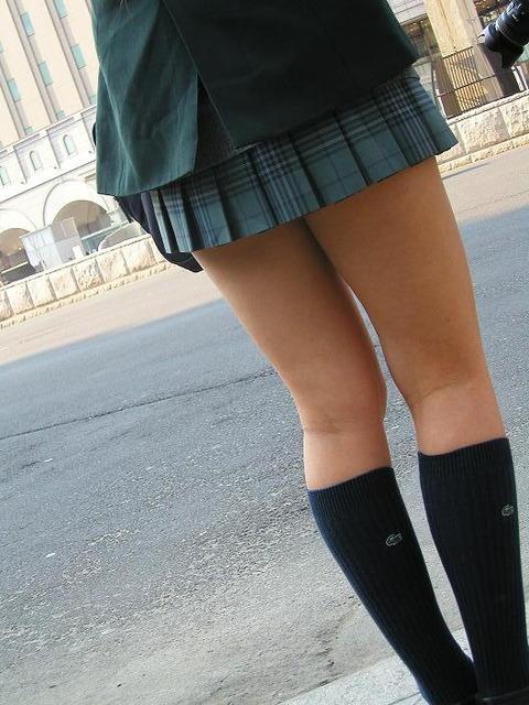 JKの生脚って春夏秋冬エロいよなwwwww★女子高生街撮りエロ画像・7枚目の画像
