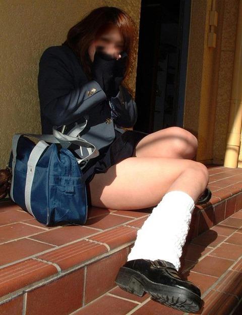 JKの生脚って春夏秋冬エロいよなwwwww★女子高生街撮りエロ画像・2枚目の画像