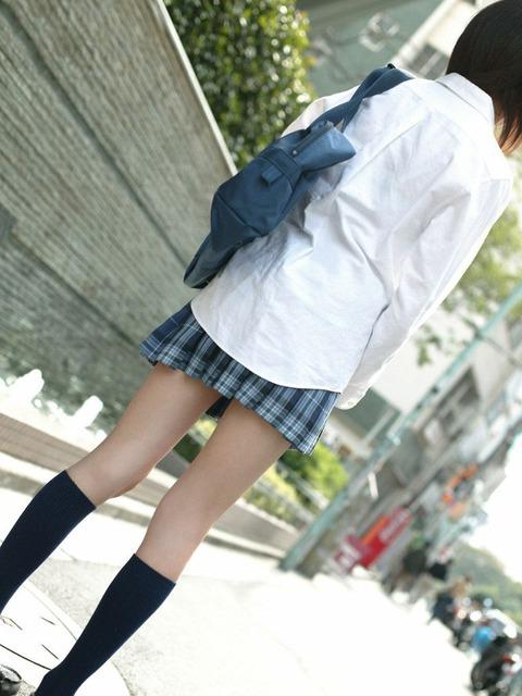 JKの生脚って春夏秋冬エロいよなwwwww★女子高生街撮りエロ画像・28枚目の画像