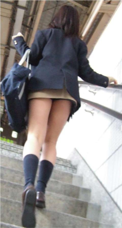 JKの生脚って春夏秋冬エロいよなwwwww★女子高生街撮りエロ画像・6枚目の画像