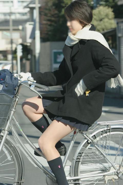 JKの生脚って春夏秋冬エロいよなwwwww★女子高生街撮りエロ画像・31枚目の画像