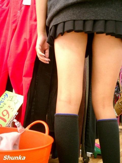 JKの生脚って春夏秋冬エロいよなwwwww★女子高生街撮りエロ画像・22枚目の画像