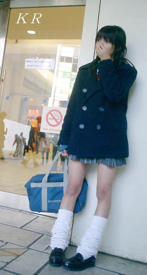 JKの生脚って春夏秋冬エロいよなwwwww★女子高生街撮りエロ画像・10枚目の画像