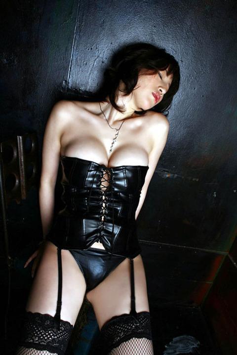ハードなセックスを期待してる女のガーターベルト姿wwww★エロ下着画像・6枚目の画像