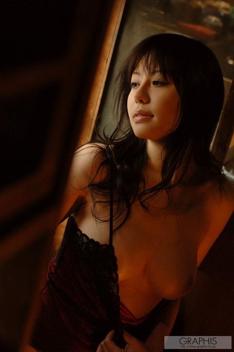 畳と浴衣とFカップ★最強の色気が俺の股間を刺激するwwwww★竹内あいエロ画像・33枚目の画像