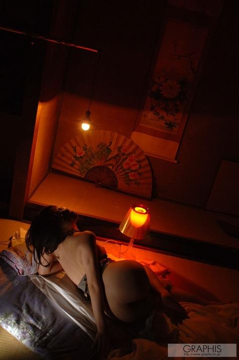 畳と浴衣とFカップ★最強の色気が俺の股間を刺激するwwwww★竹内あいエロ画像・36枚目の画像