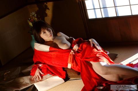 畳と浴衣とFカップ★最強の色気が俺の股間を刺激するwwwww★竹内あいエロ画像・17枚目の画像