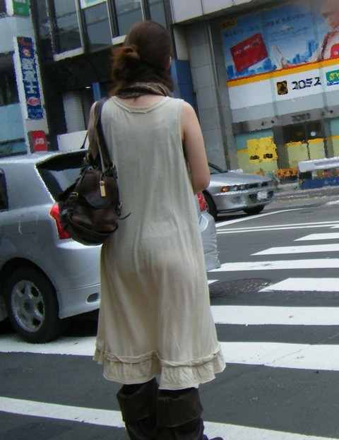これパンツ見せてるっしょってくらい透けてるwwww★素人透けパン街撮りエロ画像・4枚目の画像