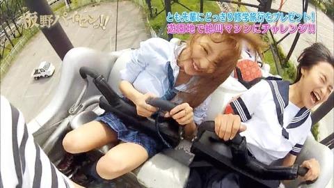 芸能お宝画像★板野と小島のジェットコースターの風圧でおっぱいくっきり見えすぎwwww・24枚目の画像