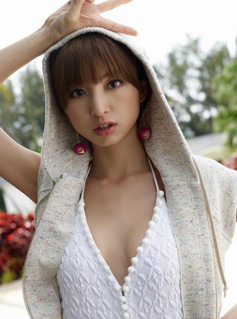 アヒル口はこの人の為にあると言っても過言ではない!篠田麻里子のアヒル口&グラビア画像 その①・24枚目の画像