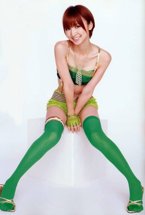 アヒル口はこの人の為にあると言っても過言ではない!篠田麻里子のアヒル口&グラビア画像 その①・39枚目の画像