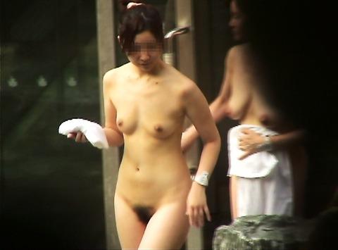 盗撮でしか見れない露天風呂の素の入浴wwww★素人盗撮エロ画像・6枚目の画像