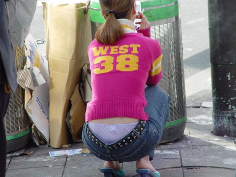 極論、素人はパンツを見たいらしいwwwww★素人ローライズパンチラエロ画像・12枚目の画像