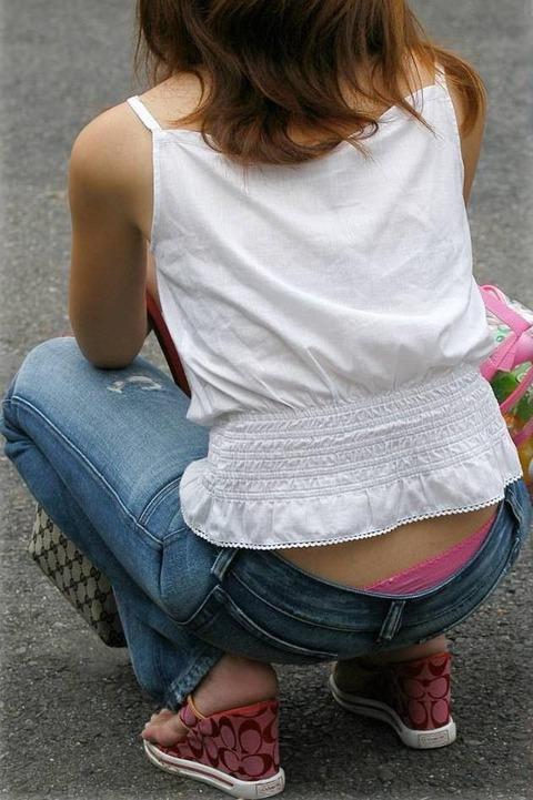 極論、素人はパンツを見たいらしいwwwww★素人ローライズパンチラエロ画像・34枚目の画像