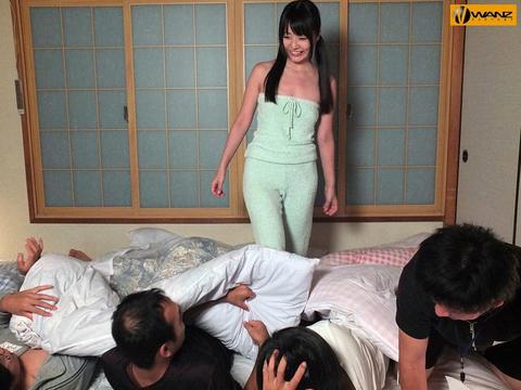 AV女優の『つぼみん』こと、つぼみが男達に囲まれ大変な事にwwwww★つぼみセックスエロ画像・10枚目の画像
